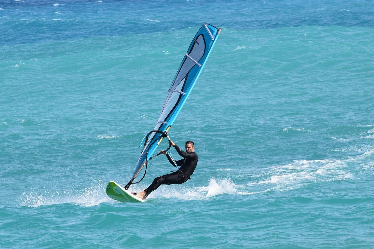 Gdzie się zapisać na kurs windsurfingu?