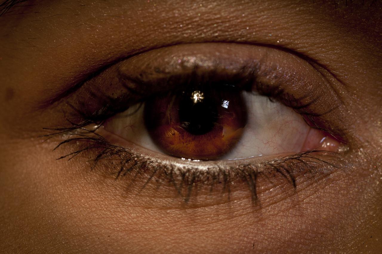 Sól fizjologiczna – zastosowanie do oczu