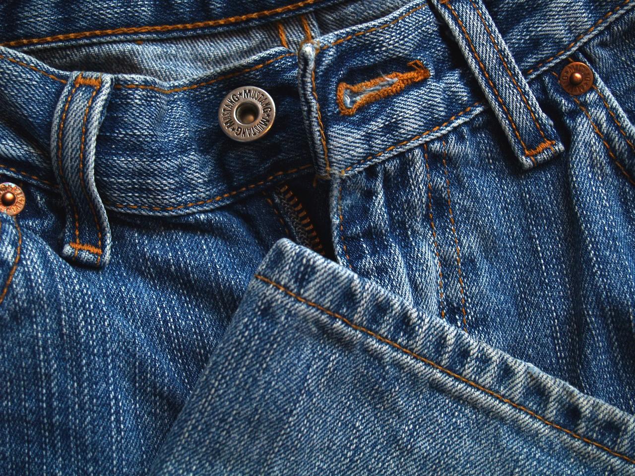 Do czego założyć spodnie męskie jogger?